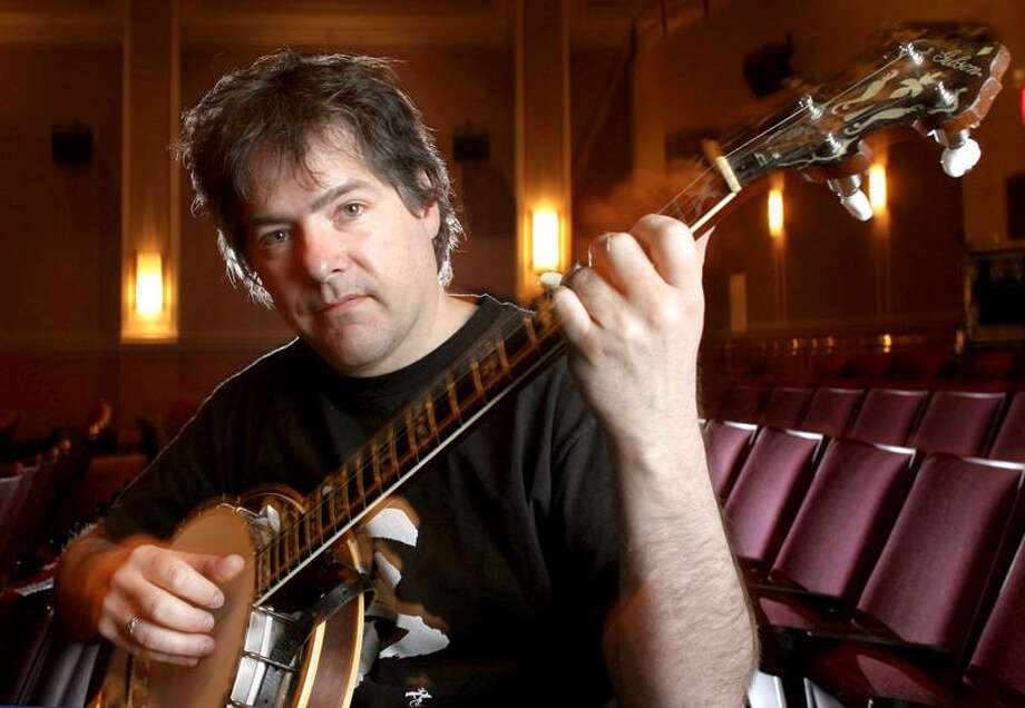 Bela Fleck is photographed at the Kentucky Theater in Lexington, Ky. on Thursday, March 16, 2006. (AP Photo/Brian Tietz) Photo: ASSOCIATED PRESS / AP2006