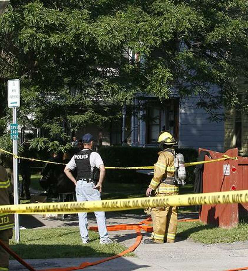 Emergency crews clean up a meth lab on Lenox Avenue in Oneida this morning. Dispatch Staff Photo by JOHN HAEGER.