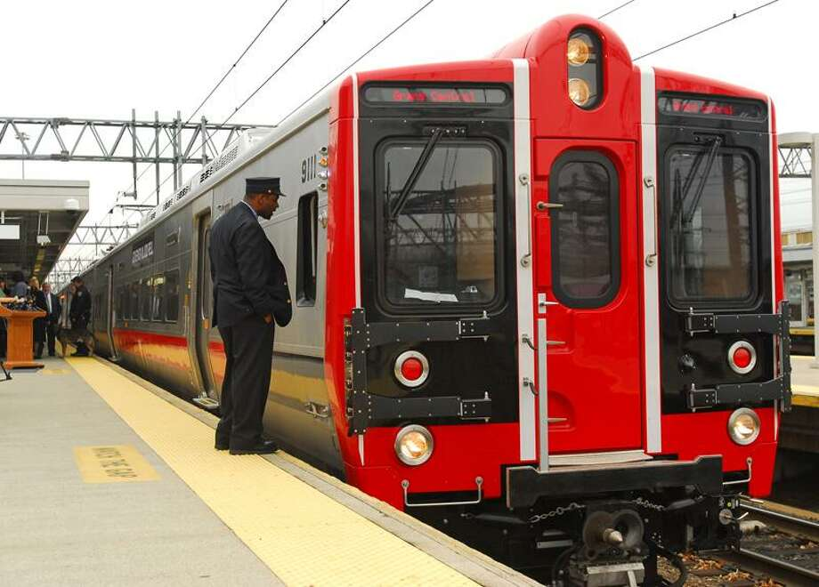 New Haven--The new M8 train on the MetroNorth railway.  Photo by Brad Horrigan/New Haven Register-11.15.10.