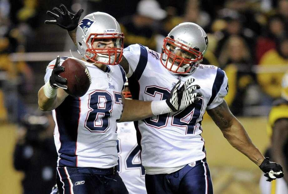 50df8394b41 New England Patriots tight end Rob Gronkowski (87) and Sammy Morris (34)