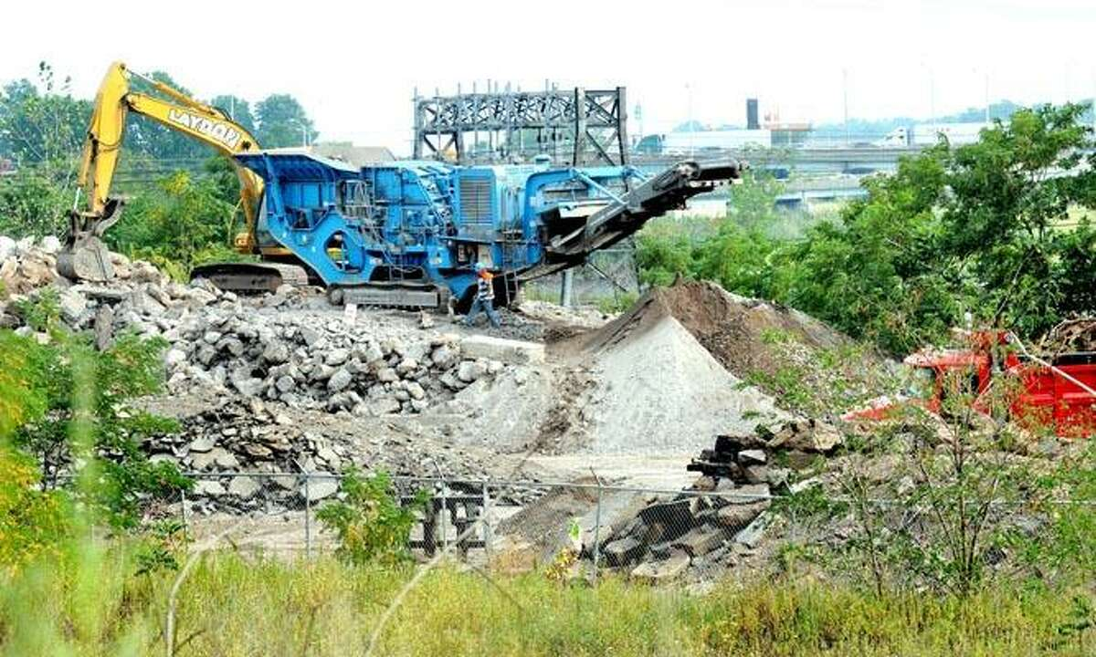 The city has filed a ceaseand- desist order to stop Laydon Industries from running a rock crushing operation near Ella Grasso Boulevard in New Haven, but the work goes on. (Arnold Gold/Register)