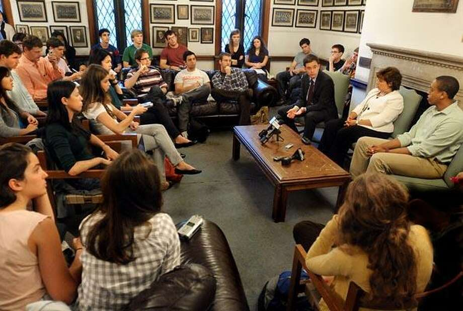 Meeting between Yale students and police about recent  incident at Elevate. (Melanie Stengel/Register)