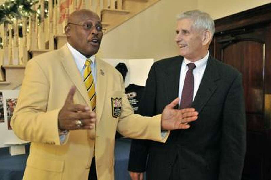 SPORTS-HAMDEN-Pro football hall of famer, Floyd Little (L) talks about the difference that Robert Schreck's (R) encouragement, made in his life.  The two men are attending the Gridiron Club Halll of Fame Awards Dinner.         Melanie Stengel/Register12/09/10