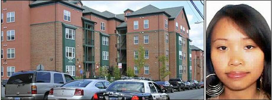 Two unmarked police vehicles and a Middletown police car sit side by side monitoring Warfside Commons apartment complex, the home of a Yale animal research technician who worked with murded student Annie Le, in Middletown, Conn., Tuesday, Sept 15, 2009. (AP Photo/Jessica Hill)