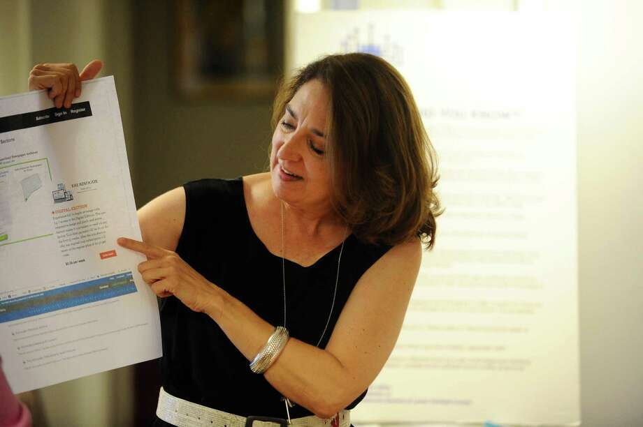 Janeen Bjork describes different avenues to take while looking up family histories during a genealogical workshop at the Jewish Historical Society of Fairfield County on Hope Street in Stamford, Conn. on Wednesday, July 26, 2017. Photo: Michael Cummo / Hearst Connecticut Media / Stamford Advocate