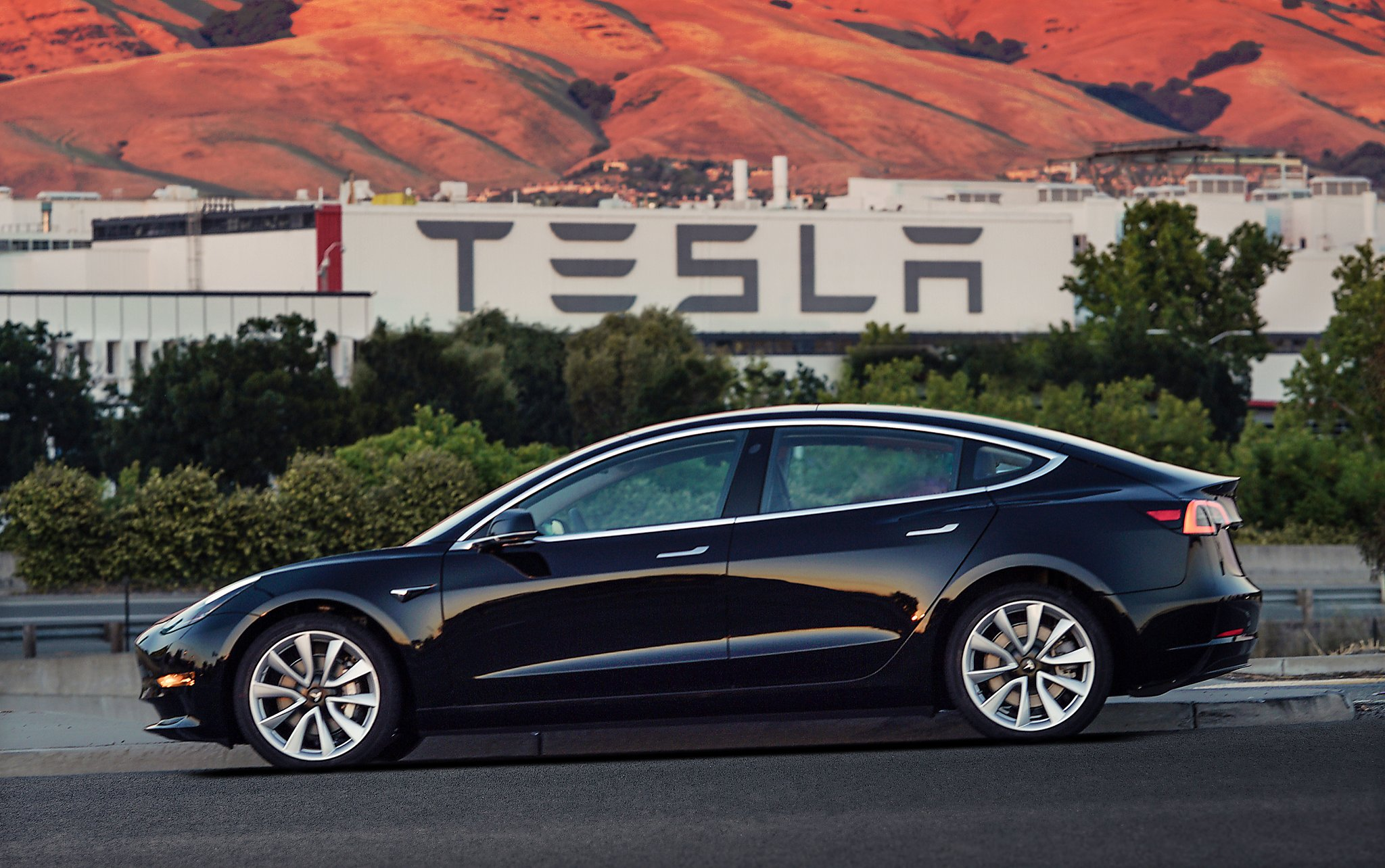 Created At 2017 07 29 1208 2008 Ford Taurus Limited Heatseat Fuse Box Reuterscom Elon Musk Hands Over The 1st Tesla Model 3s And Reveals Its Secrets