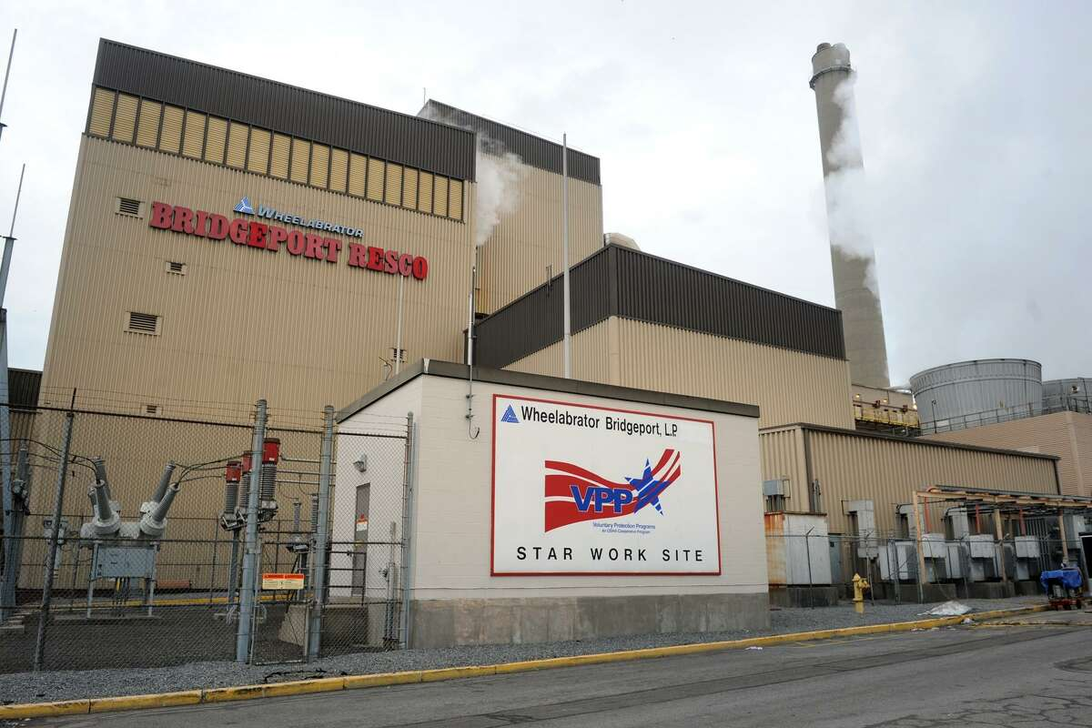 The Wheelabrator Bridgeport waste-to-energy plant. A thermal loop proposed in Bridgeport would make use of waste heat from the plant and other sites.