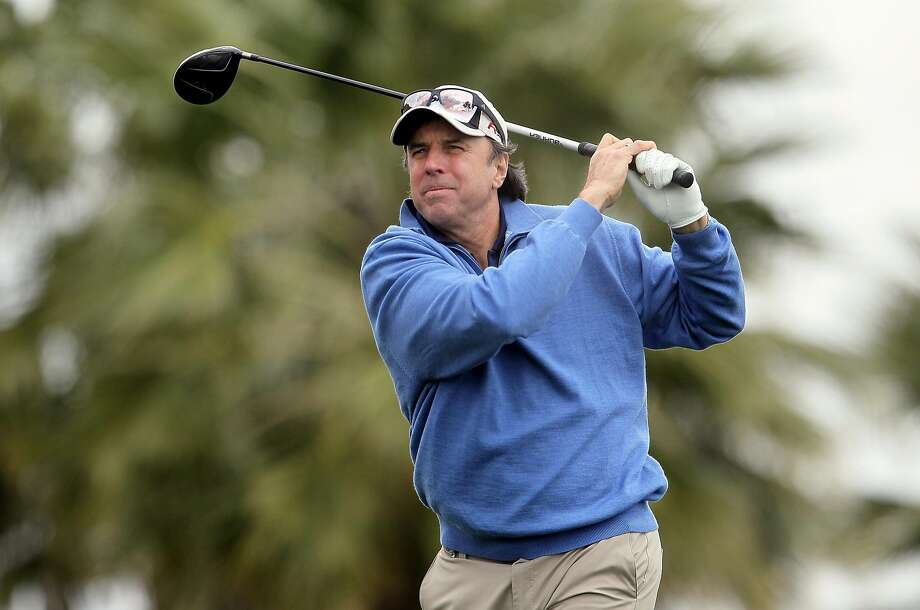 Kevin Nealon hits a tee shot at the Bob Hope Classic at the Silver Rock Resort in La Quinta (Riverside County) in 2010. Photo: Jeff Gross, Getty Images