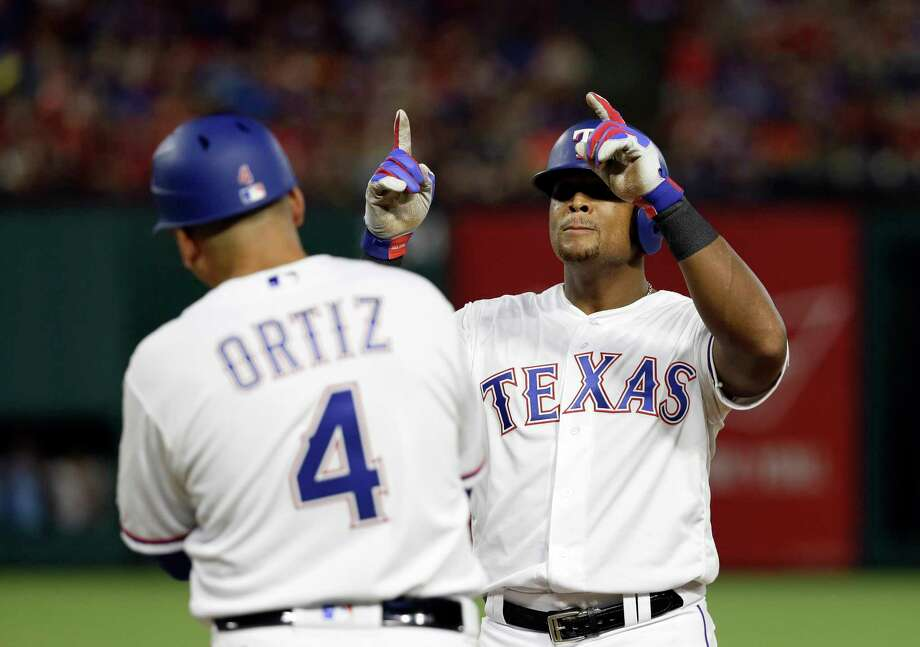 Beltre doubles to join MLB's 3000-hit club