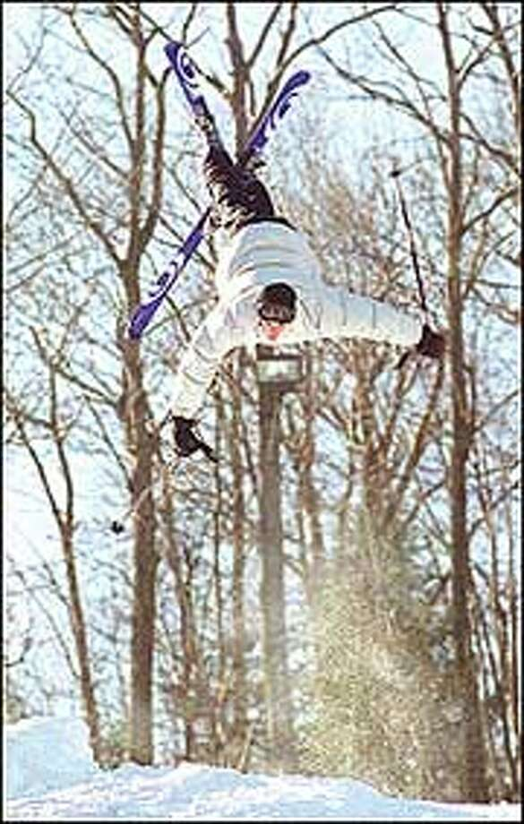 SUB-MTSOUTHINGTON2-JH-2/11/01PHOTO/JEFF HOLT14 year old Sean Michanczyk of Southington does a flip at the Mount Southington Ski Area.