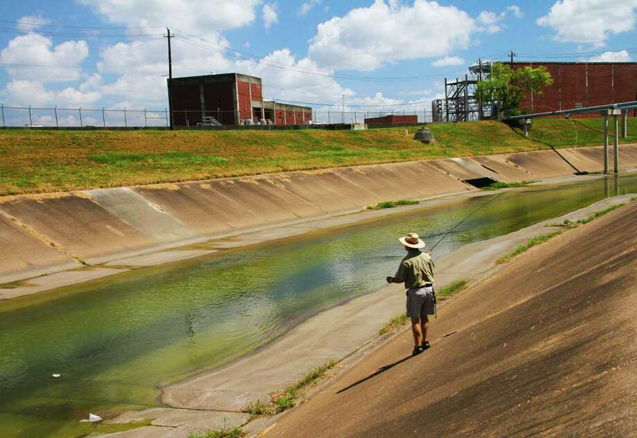 """Mark Marmon casts a fly to Asian grass carp finning in the concrete-lined reach of Brays Bayou inside Houston's Inner Loop. Houston's inner-city bayous hold a significant fishery that includes the non-native carp bayou anglers jokingly call """"Brays bonefish."""" Photo: Shannon Tompkins"""
