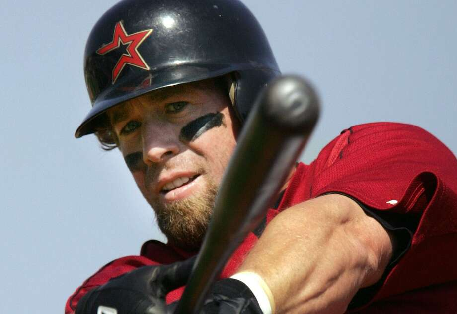 Houston Astros' Jeff Bagwell warms up before facing Washington Nationals in the first inning of spring training baseball in Kissimmee, Fla., on March 6, 2006. Photo: Associated Press / AP2006