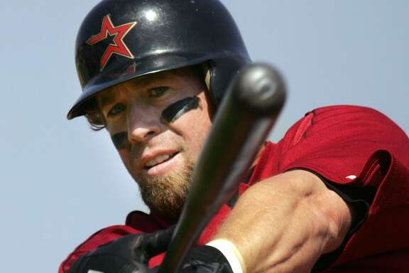 Houston Astros' Jeff Bagwell warms up before facing Washington Nationals in the first inning of spring training baseball in Kissimmee, Fla., on March 6, 2006.