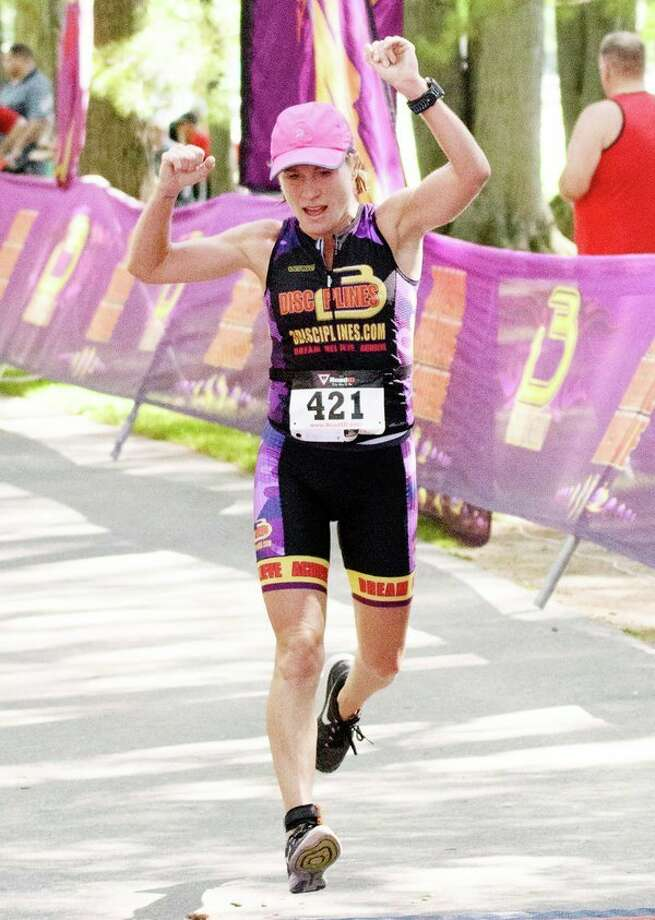 Maggie Rettelle of Midland places first in the Women's Olympic length triathlon at the Sanford and Sun Triathlon in Sanford Lake Park Saturday. (Steven Simpkins/for the Daily News) / Steven Simpkins