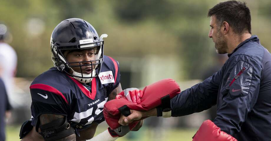 Texans inside linebacker Benardrick McKinney, working with defensive coordinator Mike Vrabel last month in training camp, is expected to return to practice Friday. Photo: Brett Coomer/Houston Chronicle