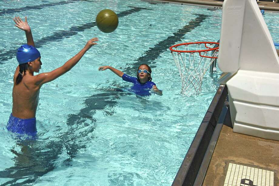 Kids play basketball in the pool at the Schenectady Jewish Community Center in Niskayuna. (Lori Van Buren / Times Union) Photo: Lori Van Buren / 20041118A