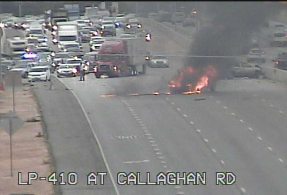 A vehicle fire on Loop 410 near Callaghan Road on San Antonio's northwest side stalled morning commuters on Monday, July 31, 2017. Photo: TXDOT