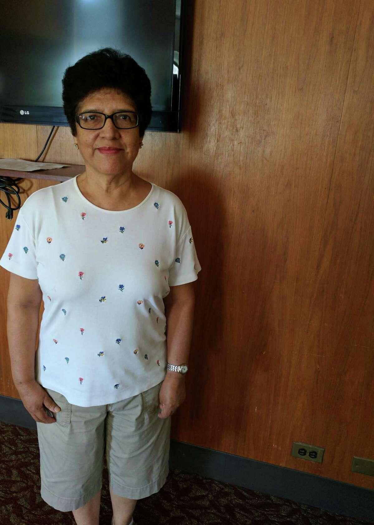 Lucila Huerta, 78, vino de la Cordillera Blanca en Peru con la intencion de ver si se podria encontrar un medico. Ella quieria una operacion para repararse la cadera fracturada y deslocada, que era asi hace 70 anos.