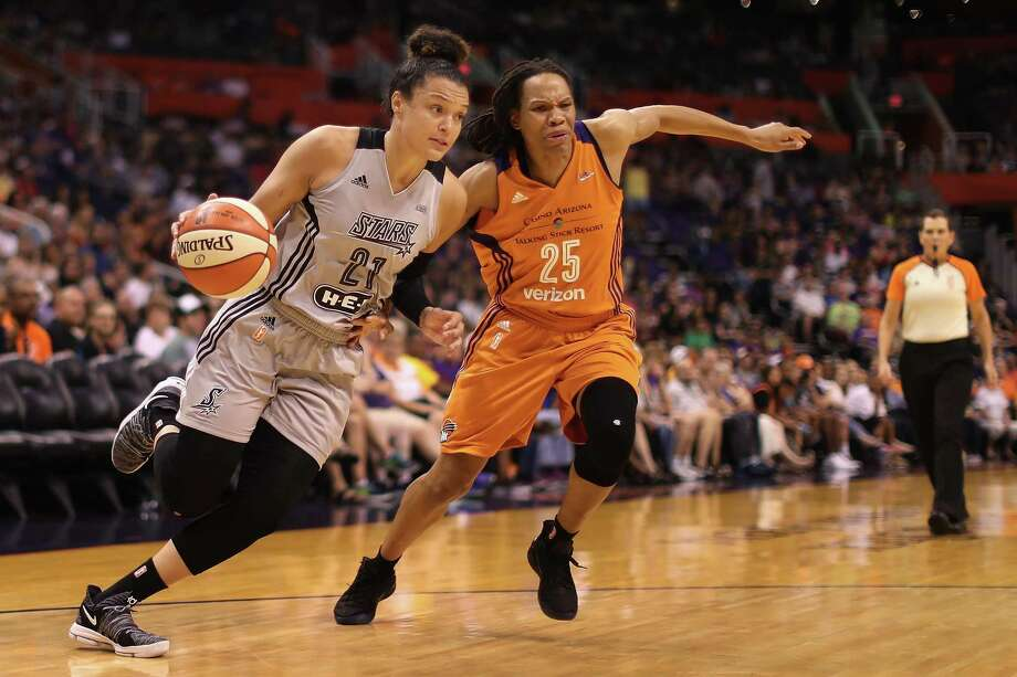 Kayla McBride of the Stars drives the ball past Monique Currie of the Mercury during the first half at Talking Stick Resort Arena on July 30, 2017 in Phoenix. Photo: Christian Petersen /Getty Images / 2017 Getty Images