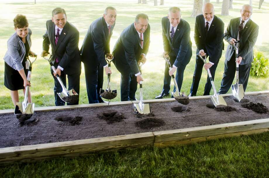 Dow executives and board members break ground on a new innovation center at 2200 W. Salzburg Road on Monday, July 31, 2017 in Auburn. Photo: (Katy Kildee/kkildee@mdn.net)