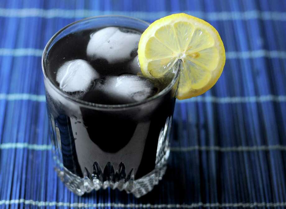 Lemonade made with activated charcoal is an increasingly common find in juice bars and easy to re-create at home. Photo: Paul Stephen /San Antonio Express-News