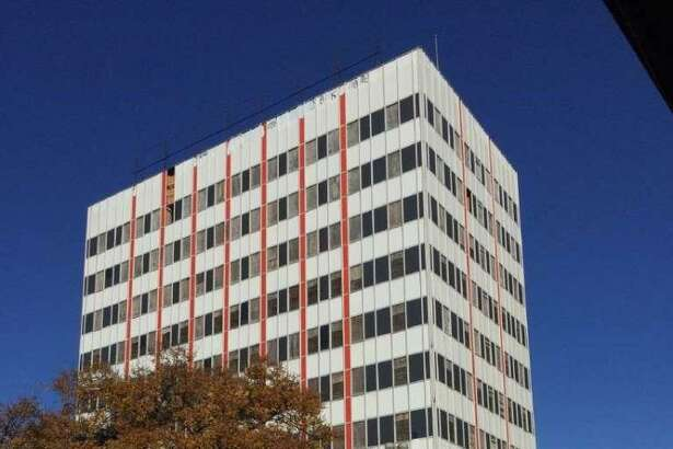A group of local investors and financial institutions are bankrolling the $12 million project to renovate a 10-story building near the Tobin Center into Flats at St. Mary's.