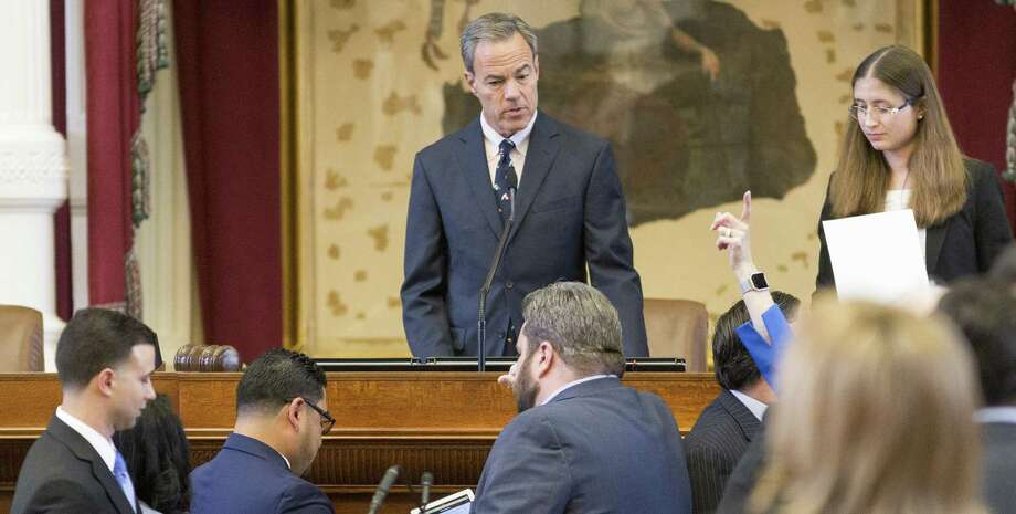 House Speaker Joe Straus, center, watches as representatives vote on the House floor at the Texas Capitol last week Photo: Stephen Spillman /For The Express-News / stephenspillman@me.com Stephen Spillman