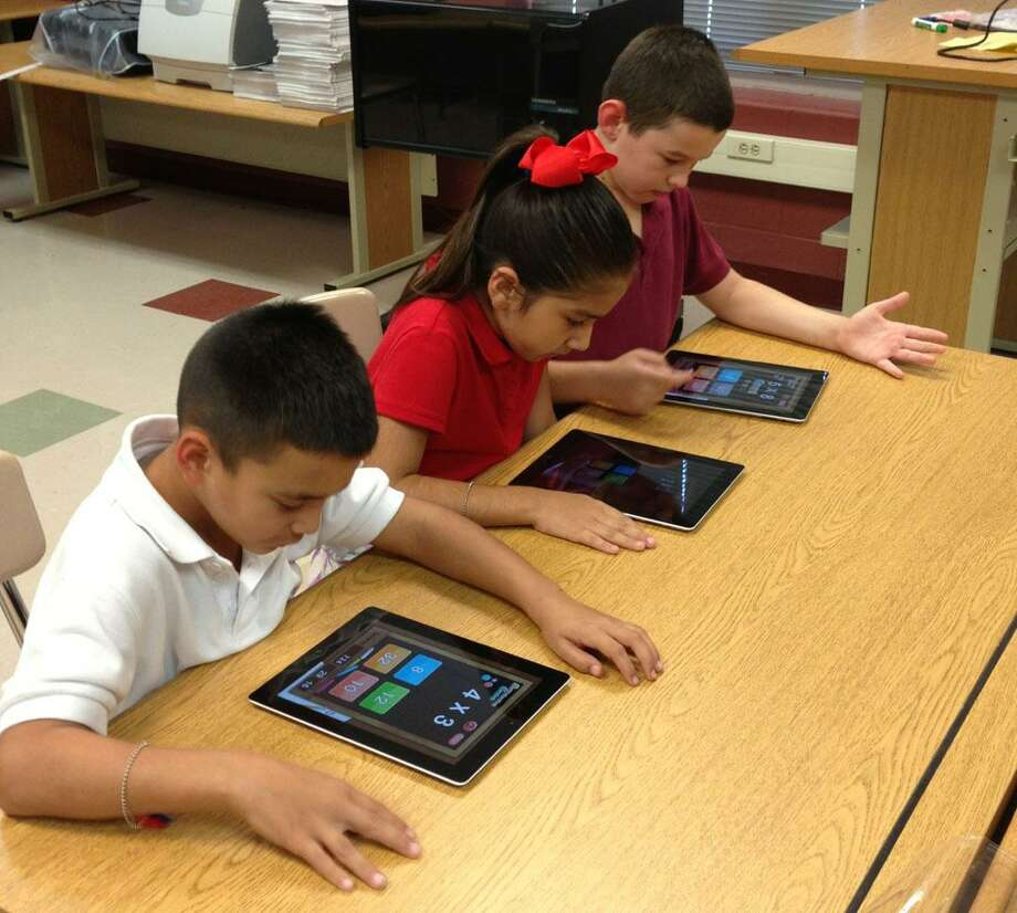 Laredo ISD to spend $4.5 million on iPads for local elementary, middle schools Photo: Foto De Cortesía