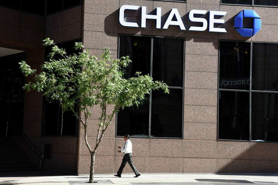 JPMorgan Chase Bank is closing three branches in the San Antonio area. Keep clicking to see the locations it will shutter. That follows the closing of four other local branches earlier this year. Pictured is a Chase branch in Dallas. Photo: Copper Neill /Bloomberg / © 2017 Bloomberg Finance LP