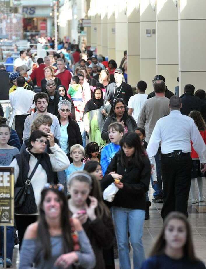 """Crowds look for """"Black Friday"""" bargains at the Westfield Milford Post Mall.  Peter Casolino/New Haven Register"""
