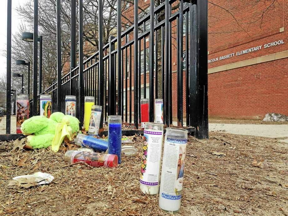 A makeshift memorial has been set up at the shooting site, near Lincoln-Basset Elementary School. Photo: Mercy Quaye — New Haven Register