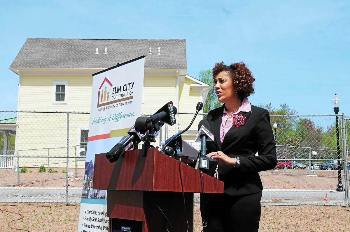 Following a new task force report, Karen DuBois-Walton, head of the New Haven Housing Authority, clarified the responsibility of suburban towns to diversify their housing stock and she directed her discussion to the 15-town South Central Connecticut region, which has a total population of 570,000.