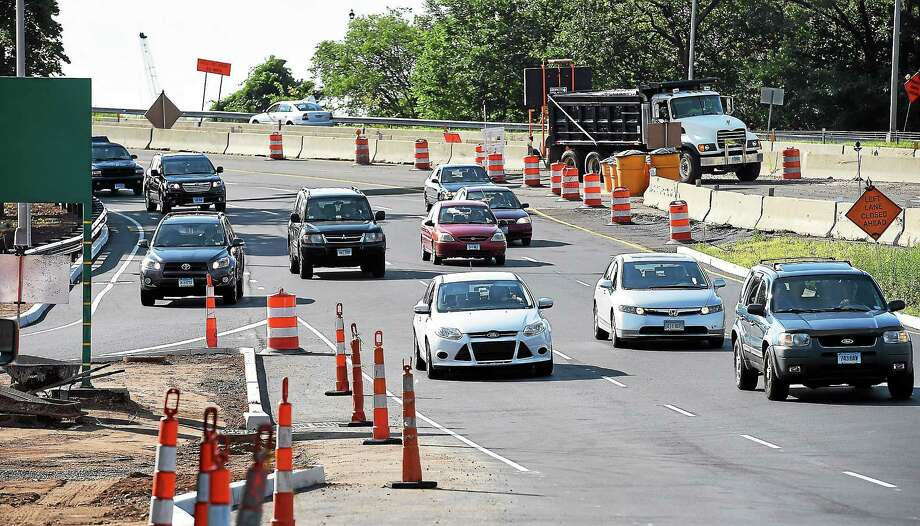 The new Exit 1 off-ramp opened off the Route 34 Connecter and was running smoothly during the Thursday morning rush hour. Photo: Peter Casolino — New Haven Register