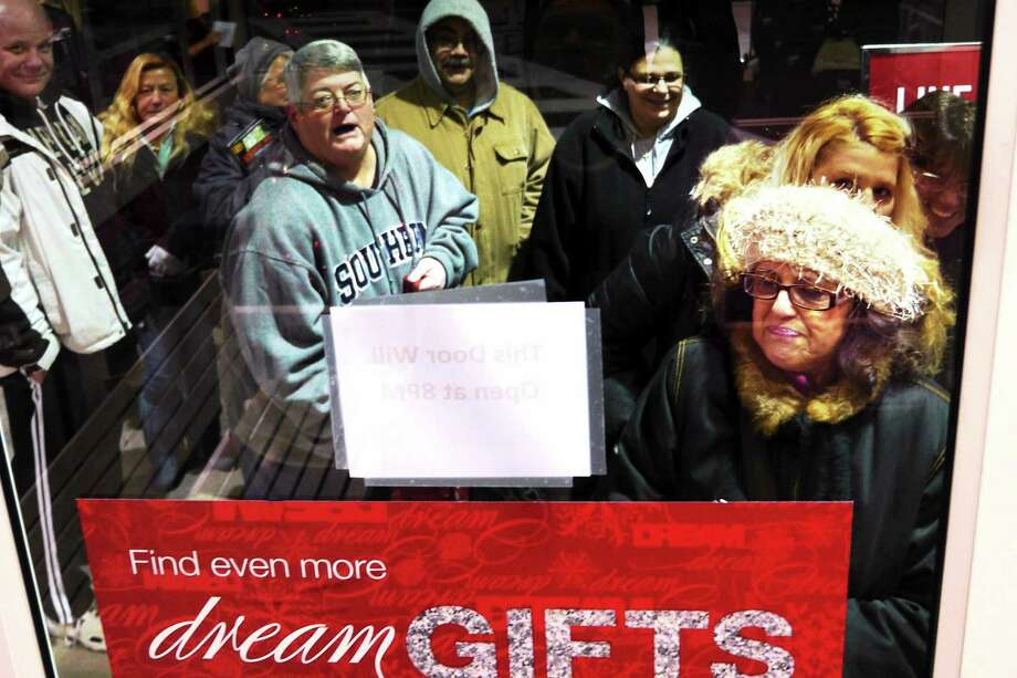 File photo: shoppers wait outside Kohl's in Branford for it's 8pm opening Thanksgiving November 28, 2013. Photo: VmWilliams - New Haven Register