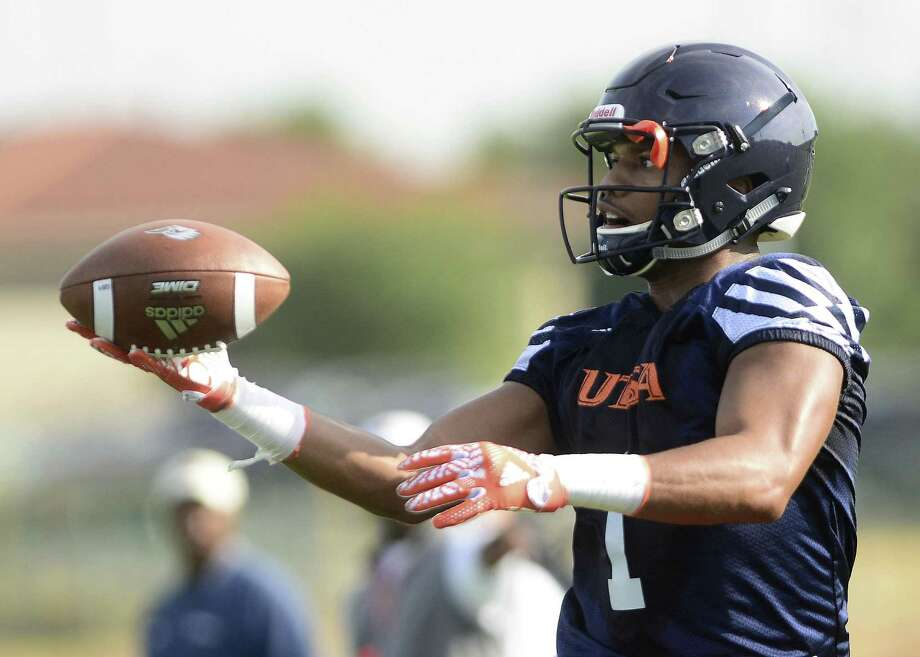 UTSA's Devron Davis, shown on the first day of 2017 practice, returned an interception 22 yards for a touchdown against UTEP. Photo: Billy Calzada /San Antonio Express-News