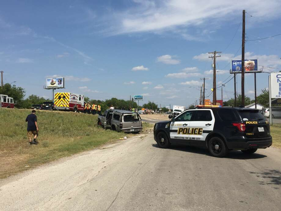 A crash involving multiple vehicles in the 4000 block of SW Military Drive on Tuesday, Aug. 1, 2017, has closed multiple roadways in the area. Photo: Faris Sabawi/San Antonio Express-News