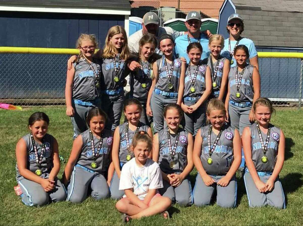 The Norwalk Zoomers 10U travel softball team finished runner-up last weekend in the Fairfield County Fastpitch Softball League 'B' bracket tournament.