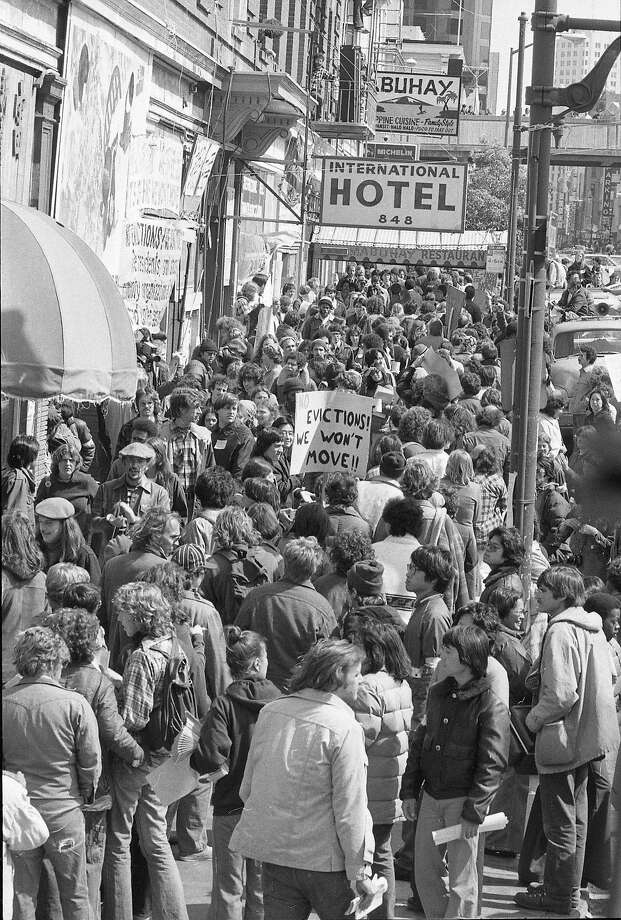 International Hotel, San Francisco, Chinatown. Controversial eviction with protests. Eviction protest demonstration. Terry Schmitt, photographer, shot Jun 12, 1977 Photo ran: Jun 19, 1977, This World, p5 Photo: Terry Schmitt, The Chronicle