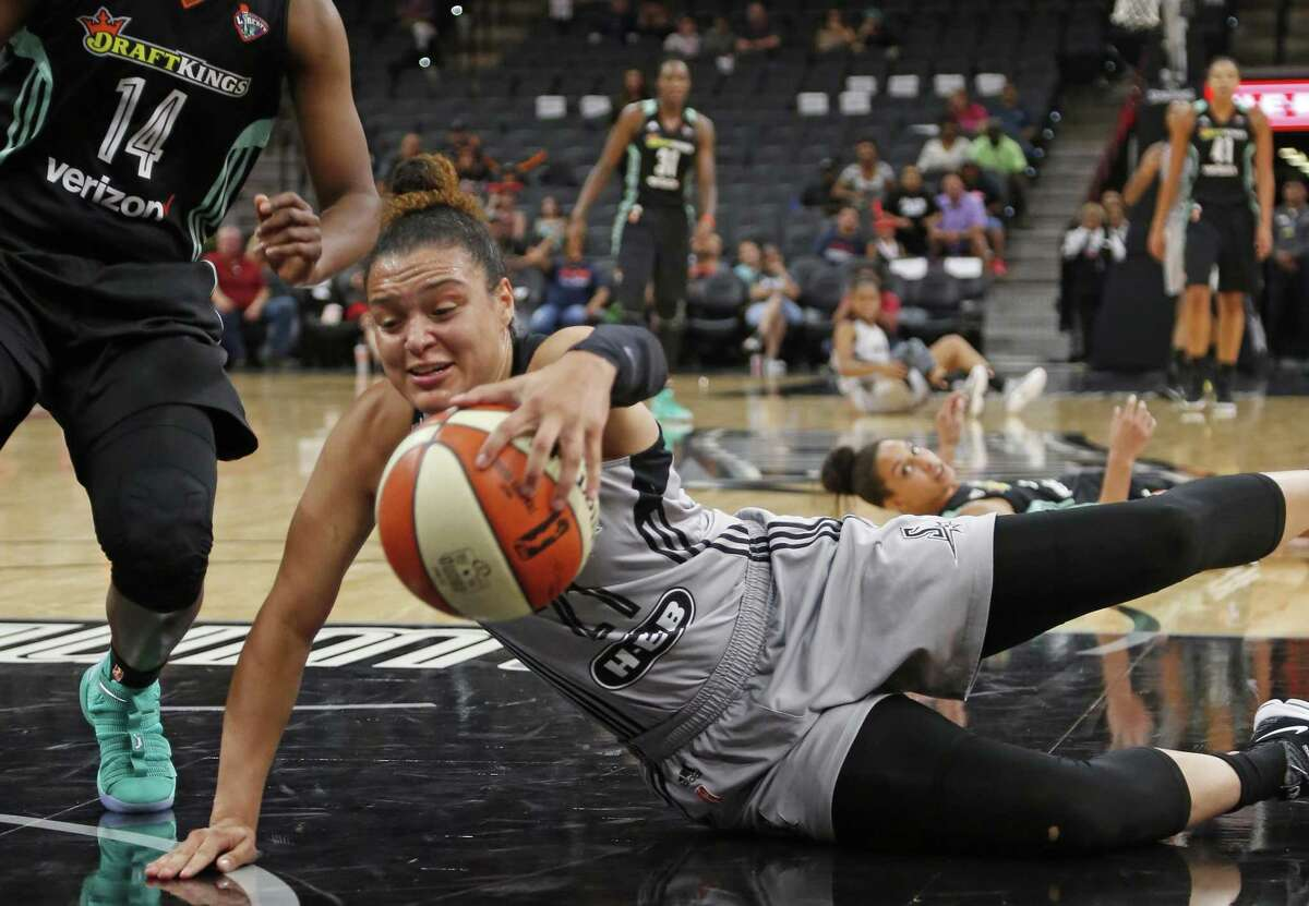 Stars' Kayla McBride dives for a lose ball against the New York Liberty at the AT&T Center on Aug. 1, 2017