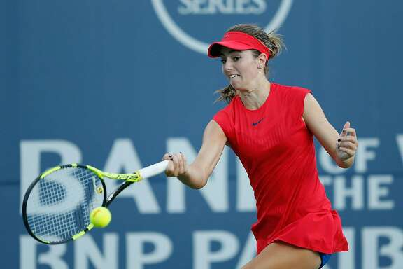 STANFORD, CA - AUGUST 01: Catherine Bellis of the United States competes against Alize Cornet of France during day 2 of the Bank of the West Classic at Stanford University Taube Family Tennis Stadium on August 1, 2017 in Stanford, California. (Photo by Lachlan Cunningham/Getty Images)