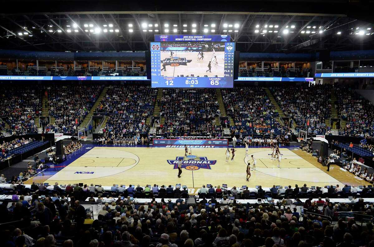 Mississippi State brings the ball up court against Connecticut during the second half of an NCAA college basketball game in the regional semifinals of the women's NCAA Tournament, Saturday, March 26, 2016, in Bridgeport, Conn.