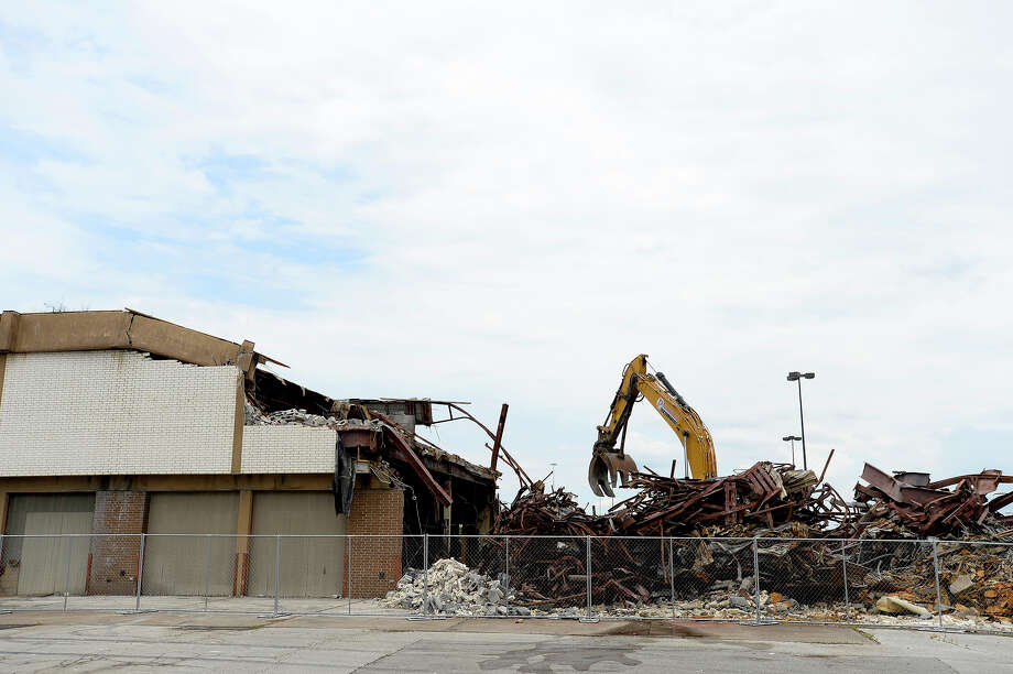 Workers tear down the former Firestone Tire building on an outparcel at Parkdale Mall on Tuesday. A spokesman for J.C. Penney, which owns the building, declined to comment on real estate activities.   Photo taken Tuesday 8/1/17 Ryan Pelham/The Enterprise Photo: Ryan Pelham / ©2017 The Beaumont Enterprise/Ryan Pelham