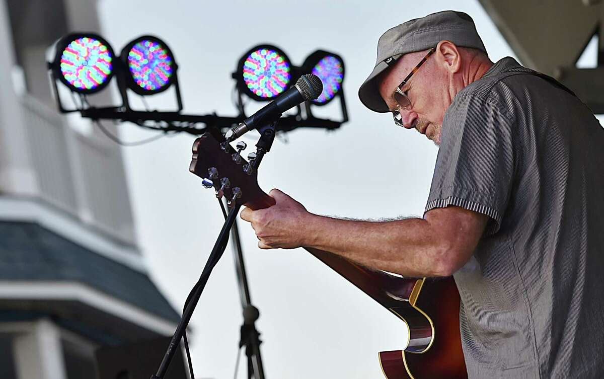 Marshall Crenshaw known for his hit