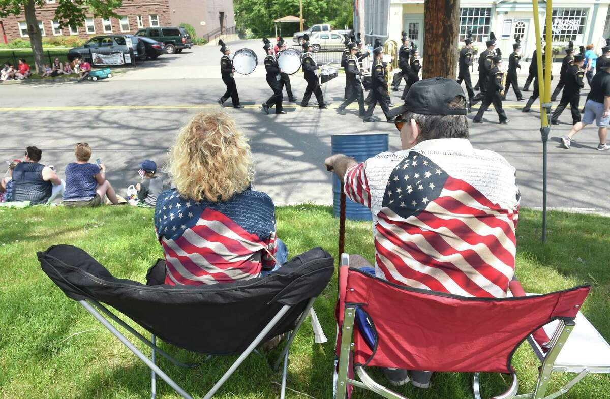 Nancy Roberto (left) and her husband, Tony, watch the Milford Memorial Day Parade go by on River St. in Milford on 5/29/2016. Photo by Arnold Gold/New Haven Register agold@newhavenregister.com