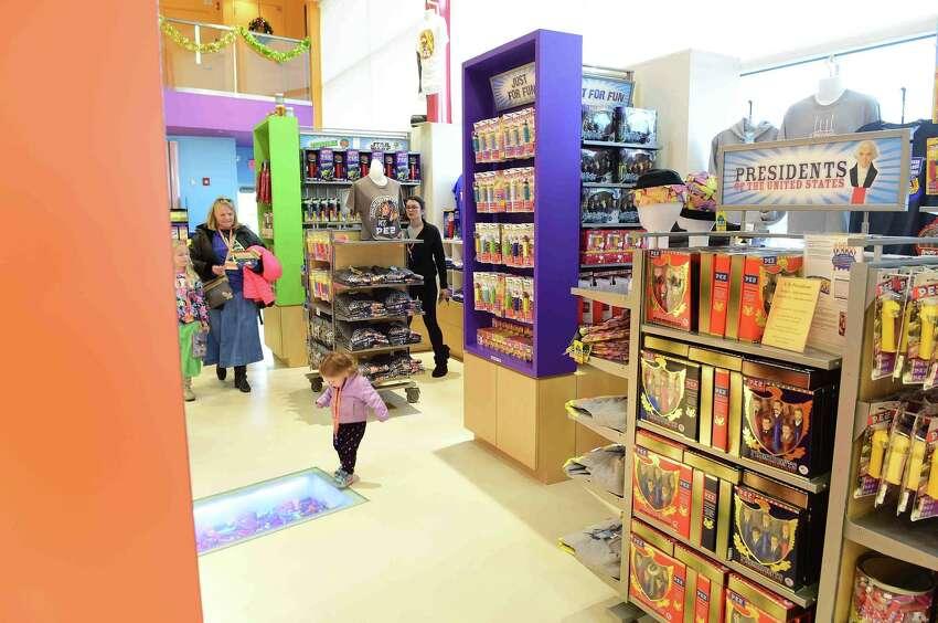 PEZ Visitor Center, Orange 3-D virtual visit of exhibits.