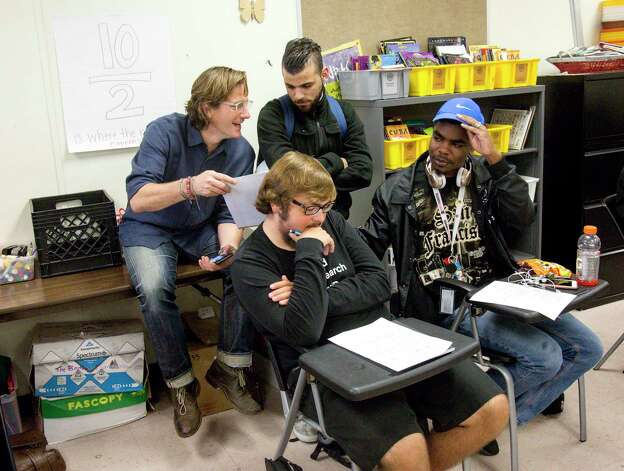 Matthew Russell, rear-left, talks with Ahmad Reda, rear-right, about his poetry, during an Iconoclast poetry session at Middle College. Photo: Jon Shapley, Houston Chronicle / © 2017 Houston Chronicle