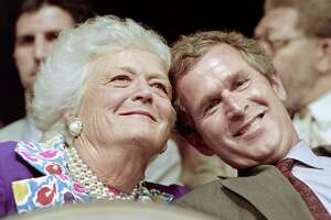 US First Lady Barbara Bush and her son George Bush Jr attend the 1992 Republican National Convention on August 17, 1992 in Houston.   AFP PHOTO CHRIS WILKINS        (Photo credit should read CHRIS WILKINS/AFP/Getty Images)