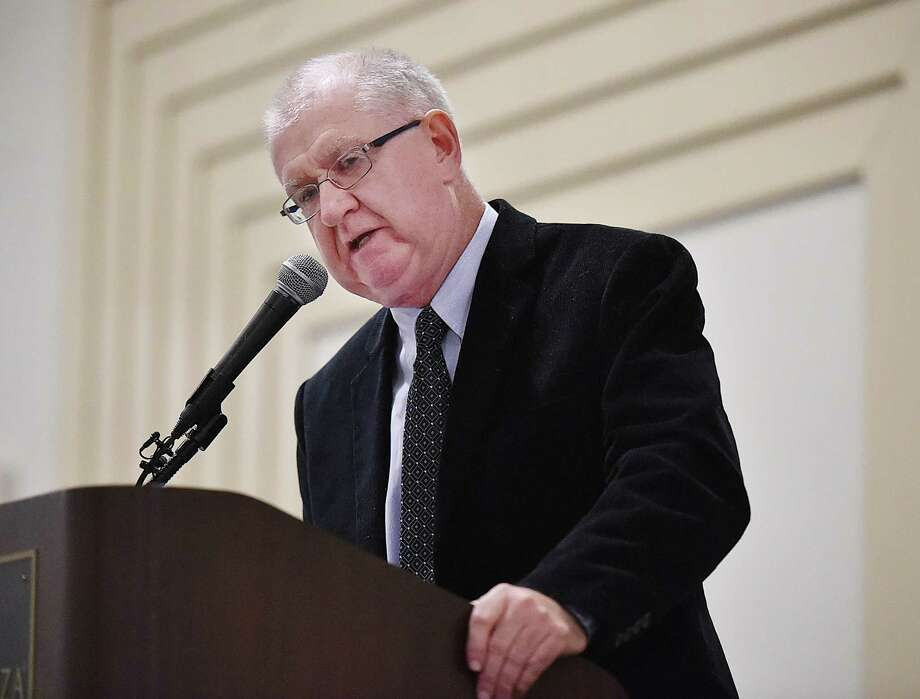 Former Middletown Press freelance sports writer Jim Bransfield announces inductees into the Middletown Sports Hall of Fame. Photo: Catherine Avalone / New Haven RegisterThe Middletown Press