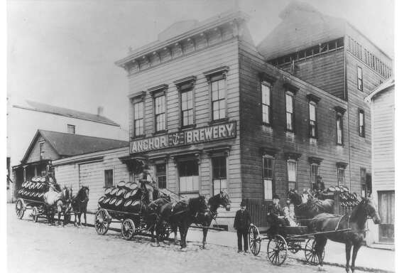 ANCHOR BREWERY, 1906, ON PACIFIC AVE BETWEEN LARKIN & HYDE STREET IN SAN FRANCISCO  HORSES PICK UP FRESH CARGO AT ANCHOR BREWING CO.'S ORIGINAL LOCATION ON PACIFIC AVE. S.F. / ANCHOR BREWING CO.  ANCHOR BEER. PHOTO COURTESY ANCHOR BREWING CO.