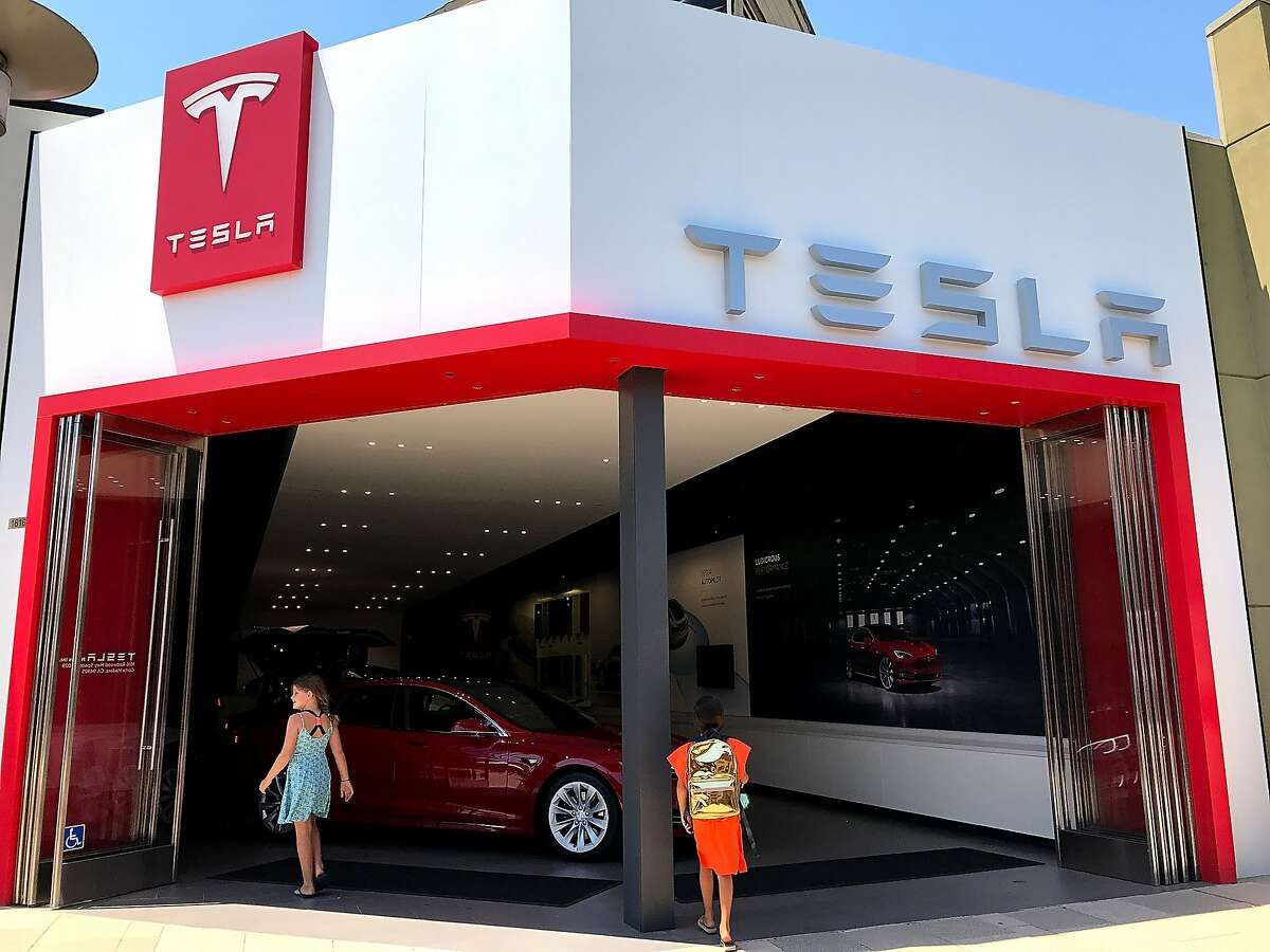 People enter a Tesla showroom on August 2, 2017 in Corte Madera, California.
